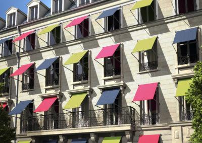 JBR besançon Store coffre extérieur bannes projection vertical parasol protection solaire dickson sattler vachet acrylique